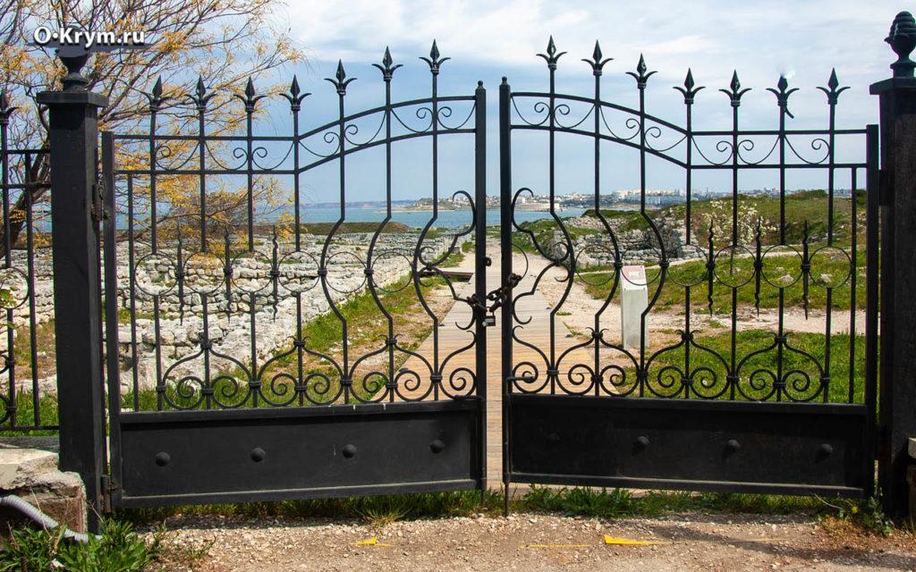 Ворота на замке